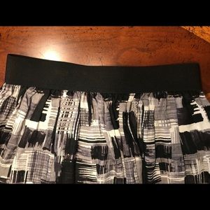 Forever 21 Skirts - Patterned black white gray skirt with elastic band